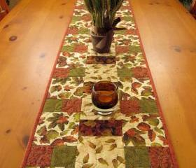 Quilted Table Runner Leaves