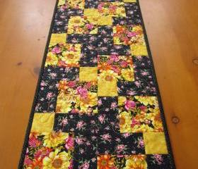 Quilted Table Runner Flowers
